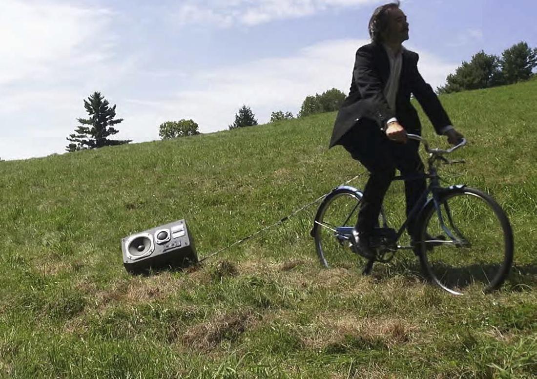 «Pferde über Wiese», 1-Kanal Video, HD, 1 min 30, mit Ton, endlos geloopt, 2013