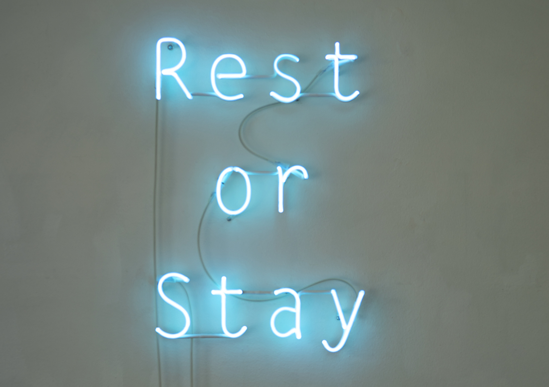 «Rest or Stay», Neonobjekt, 62 x 42 cm, 2019