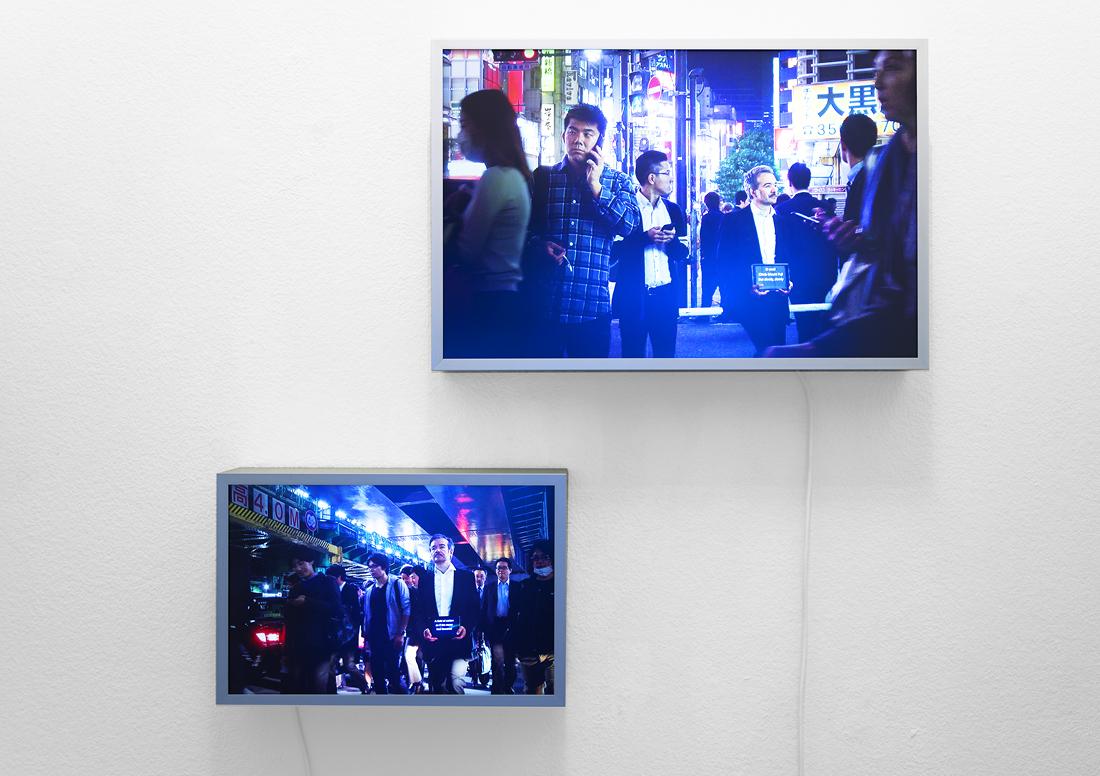 «The Messenger», Videostill einer Performance, Duratrans, Leuchtkasten 28 x42 cm, 2019